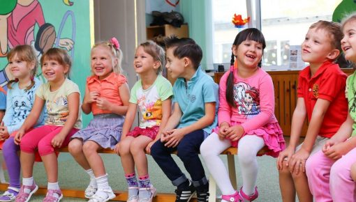 Φωτίου: Η δέσμευση της κυβέρνησης ΣΥΡΙΖΑ τηρήθηκε: 155.000 παιδιά δωρεάν σε παιδικούς σταθμούς.