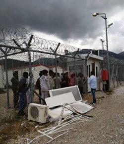 Επίσκεψη της αναπληρώτρια τομεάρχης για την Κοινωνική Αλληλεγγύη του ΣΥΡΙΖΑ κ. Θεανώ Φωτίου στο πλαίσιο της αρμοδιότητάς της για τα ασυνόδευτα προσφυγόπουλα σήμερα στο Προ.Κ.Ε.Κ.Α της Αμυγδαλέζας